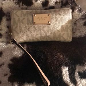 Michael Kors  wallet classic white tan & gold